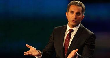 باسم يوسف على  تويتر : الحمد لله الذى توفى أبى وأمى دون ابتلاء بمرض  اليوم السابع