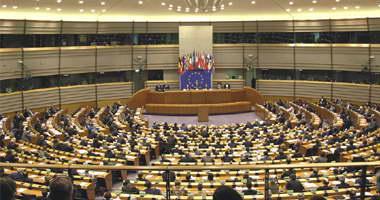 رئيس كتلة الاشتراكيين بالبرلمان الأوروبى يصل إلى القاهرة