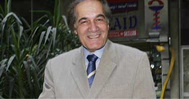 الكبير كبير لوحده.. نصيحة محمود ياسين لـ أحمد السقا قبل 13 عاماً.. فيديو