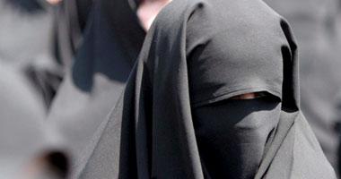 طلاق زوجه سعودية بسبب الرومانسية سعودي يطلق زوجته في المطار بسبب مسك يده