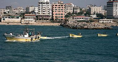 السلطات التونسية تقبض مركب مصرى شرعى متنه صيادا