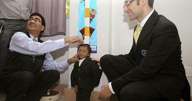 صور.. أقصر رجل فى العالم يحتفل بعيد ميلاده S10201014184210