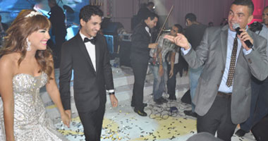 عمرو دياب مع العروسان محمد وندي