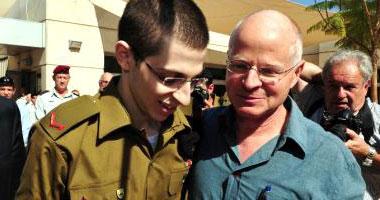 شاليط مع والده