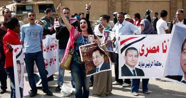 مؤيدو مبارك أمام أكاديمية الشرطة: