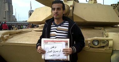 الجارديان: مايكل نبيل يقاطع محاكمته العسكرية ويواصل الإضراب من أجل حريته
