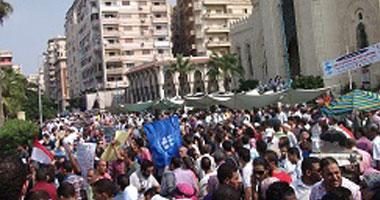 اشتباك لمجهولين والقوى السياسية أمام مسجد القائد إبراهيم بالإسكندرية S10201212131634