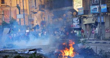 طالبات الإخوان بالأزهر يشعلن إطارات السيارات أمام المدينة الجامعية