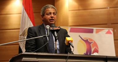 وصول البعثة المصرية للألعاب الأولمبية ووزير الرياضة يستقبلهم بالورود