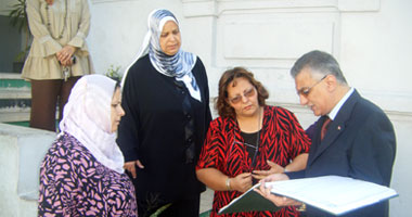 """""""بدر"""" يطّلع على كشوف حضور المعلمين والإداريين"""