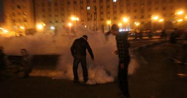 تصاعد حدة الاشتباكات بين الأمن والمتظاهرين بشارع محمد محمود s11201119234636.jpg