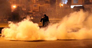 """إطلاق كثيف للقنابل المسيلة للدموع على المتظاهرين بـ""""محمد محمود"""" S11201119234726"""