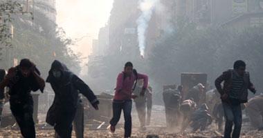 اشتباكات بين المتظاهرين والأمن أثناء تشييع موكب شهيد بالميدان S1120112212245