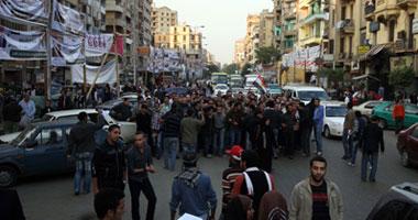 """مسيرة من شبرا تنطلق لميدان التحرير تهتف ضد """"العسكرى"""" و""""الجنزورى""""  S11201122182451"""