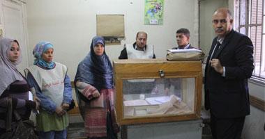 أهالى محمد محمود يدلون بأصواتهم تحت حصار الأسلاك الشائكة وقوات الأمن s11201128102811.jpg