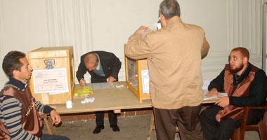 مرشح الدائرة الرابعة بسوهاج يعرض برنامجه الانتخابى فى ش