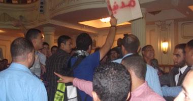 طلاب الإخوان بجامعة القاهرة يتظاهرون للمطالبة بوقف العدوان على غزة