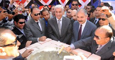 وزير الرياضة ومحافظ الإسماعيلية يضعان حجر الأساس للنادى الاجتماعى للدراويش S11201215124519