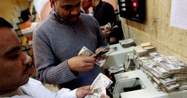 المتهمين بسرقة رواد البنوك بأكتوبر تحديد هويتهما بكاميرات المراقبة
