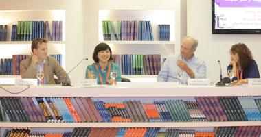 كُتاب يناقشون تأثيرات العولمة على توجهاتهم الإبداعية بمعرض الشارقة