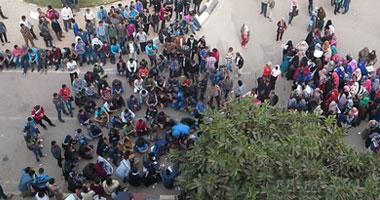 """طلاب الإخوان يتظاهرون بـ""""دار علوم"""" القاهرة"""
