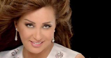 لطيفة تعود إلى مصر لاستئناف نشاطها الفنى S1120137162048
