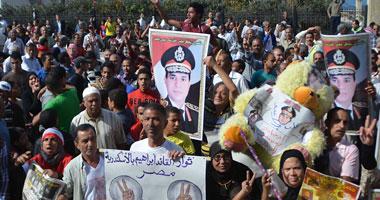 """مسيرة من """"الأوبرا"""" تصل كوبرى قصر النيل تحمل صور صباحى والسيسى"""