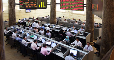 A sharp decline of the Egyptian Stock Exchange 10% in the first ten minutes and half an hour suspension of trading S12009416345