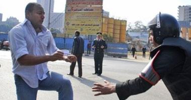 جانب من اشتباكات الأمن والناشطين خلال مظاهرات اليوم