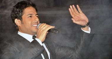 """حماقى يوجه رسالة للمصريين بأغنية """"عندى كلمة"""" S120114142234"""