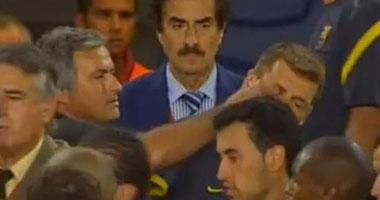 جوارديولا يهدى جائزة أفضل مدرب
