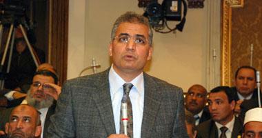 """عصام سلطان ينشر تفاصيل القبض على عضو بالـ""""الوسط"""" بشهادة زميلته بالحزب"""