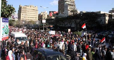 تزايد أعداد المتظاهرين واشتباكات الباعة