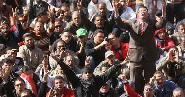 """مئات الآلاف يحتشدون بـ""""التحرير"""".. وهتافات تطالب برحيل """"العسكرى"""""""