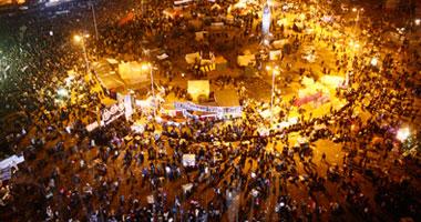 حرق أربعة خيام فى حملة لتطهير ميدان التحرير من البلطجية  S1201227222144