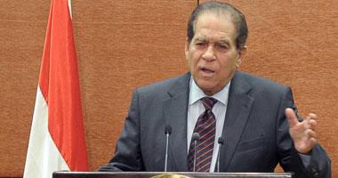 الرئيس مرسى يمنح الجنزورى قلادة الجمهورية تقديرا لجهوده