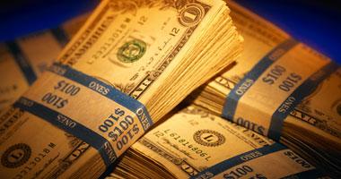 الدولار يقترب من الـ٨ جنيهات ويباع فى السوق السوداء بـ٧.٩١ جنيه