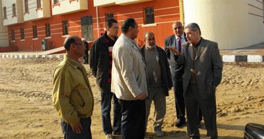 رئيس جامعة بنى سويف يتفقد موقع حادث الماس الكهربائى بمدينة الطالبات