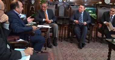 وزير الزراعة يناقش قانون النقابة المهنية للفلاحين مع كمال أبو عيطة