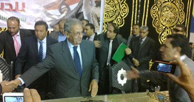 وصول عمرو موسى ومحافظ المنوفية لبدء مؤتمر لدعم للدستور