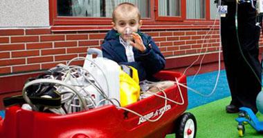 سيارات ملونة لتهدئة الأطفال داخل المستشفى للتغلب على خوفهم  S120142711512