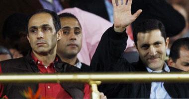 علاء حبس علاء وجمال مبارك 15 يوماً على ذمة التحقيق ونقلهما لسجن المزرعة S12200912195224