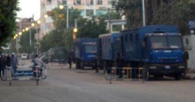 الشرطة تفتح شارع الشيخ ريحان بعد مظاهرة لأمناء الشرطة المفصولين  S1220105232957