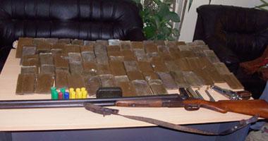 ضبط 3 أشخاص بحوزتهم أسلحة ومخدرات وآثار فى حملة أمنية بالوادى الجديد -