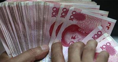 """كيف يؤثر خفض اليوان الصينى على الاقتصاد المصرى؟.. """"بكين"""" تلجأ للخطوة لتنشيط صادراتها.. و""""حرب العملات"""" تلوح فى الأفق.. وتوقعات بارتفاع الواردات الصينية لمصر.. ومطالب بالرقابة الحكومية لحماية المستهلك"""