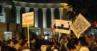 اشتباكات بالأيدى بين أنصار مرسى والمارة أمام المحكمة الدستورية  S122012214737