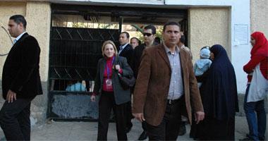 """الناخبون يهتفون ضد السفيرة الامريكية """"إسلامية ...إسلامية"""""""