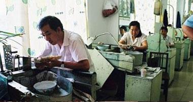 عمال صينيون