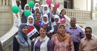 """الطالبات خلال حملة """"ابتسم"""""""