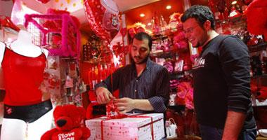 الرومانسية..الهدايا..الاحتفال بعيد الحب.. أشياء لو تعلمون عظيمة